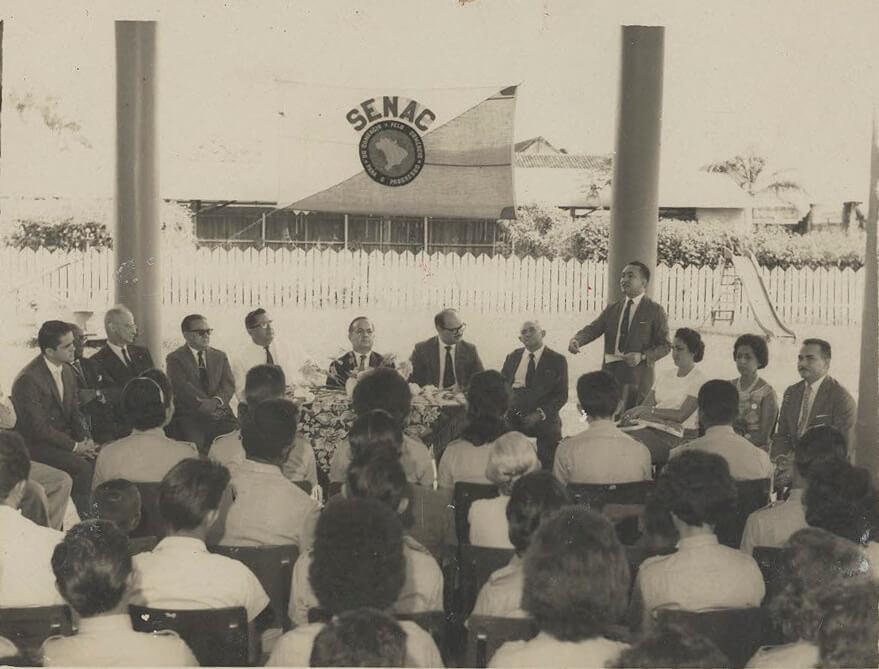 1946 - Nasce o SENAC