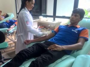 Alunos doam sangue e reforçam campanha pela vida